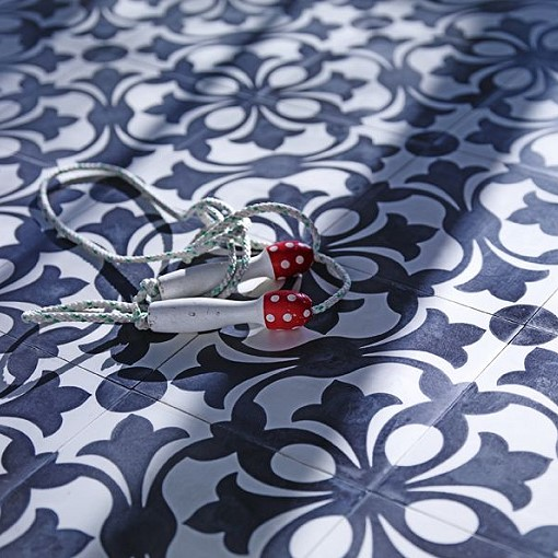 zementbodenfliese lilienornament von replicata 200 x 200 x 18 mm replikate. Black Bedroom Furniture Sets. Home Design Ideas