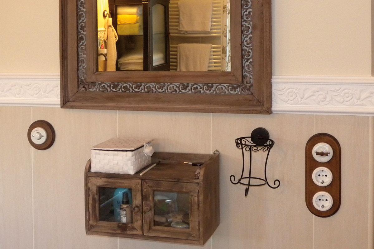 Schaltersystem »Colonial« aus Porzellan und Holz zur ...