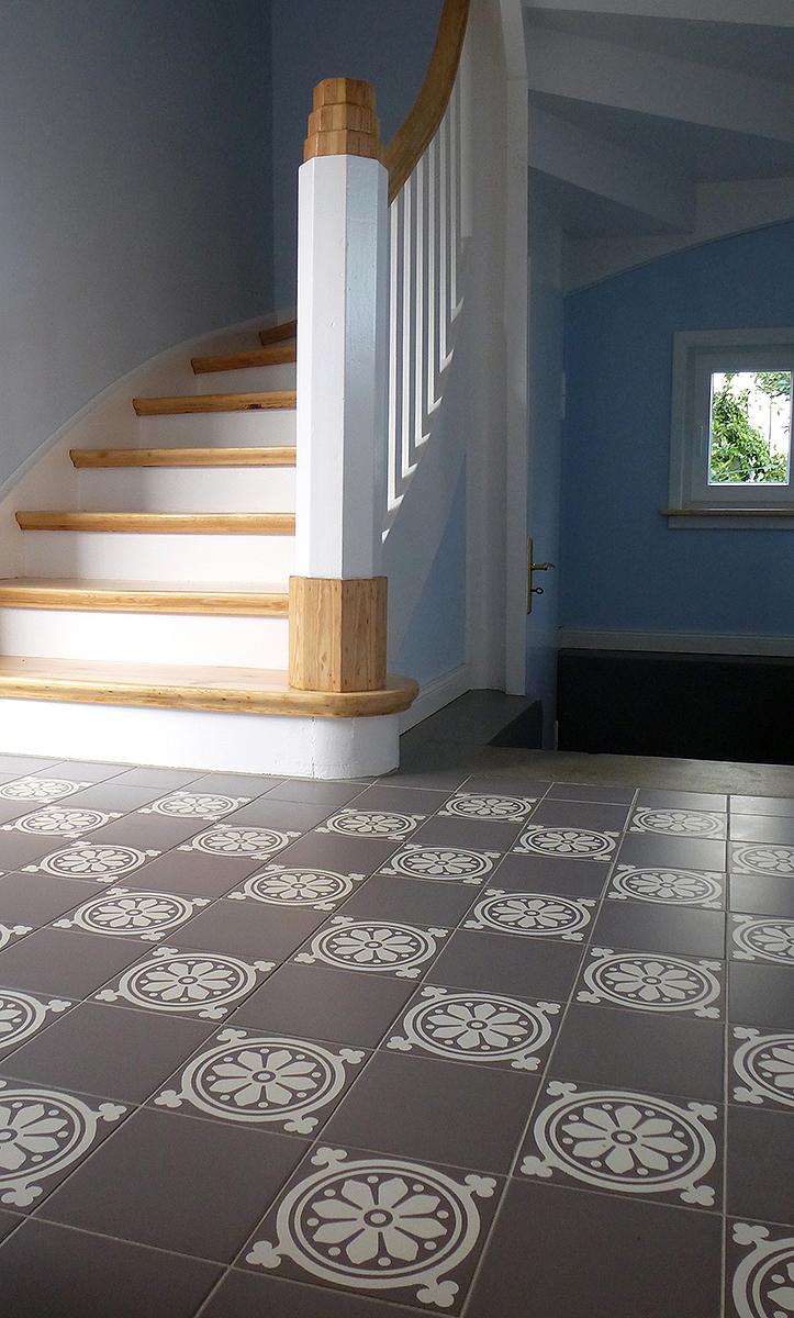 steinzeugfliesen mit historischen dekoren und glatter. Black Bedroom Furniture Sets. Home Design Ideas
